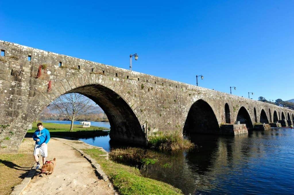 Medieval Bridge yfir Lima River