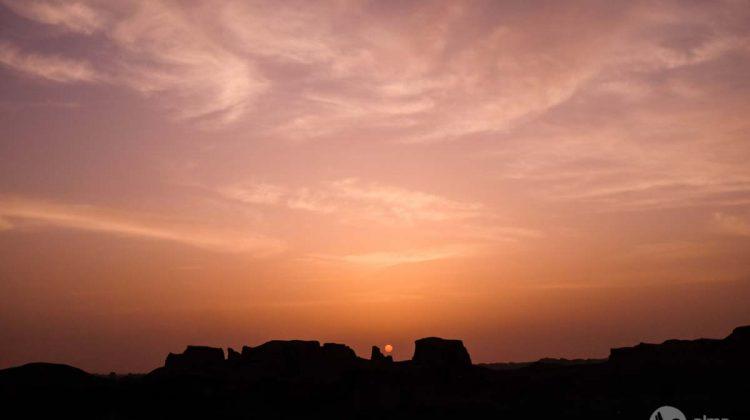 Por do sol nos Kaluts, Irão
