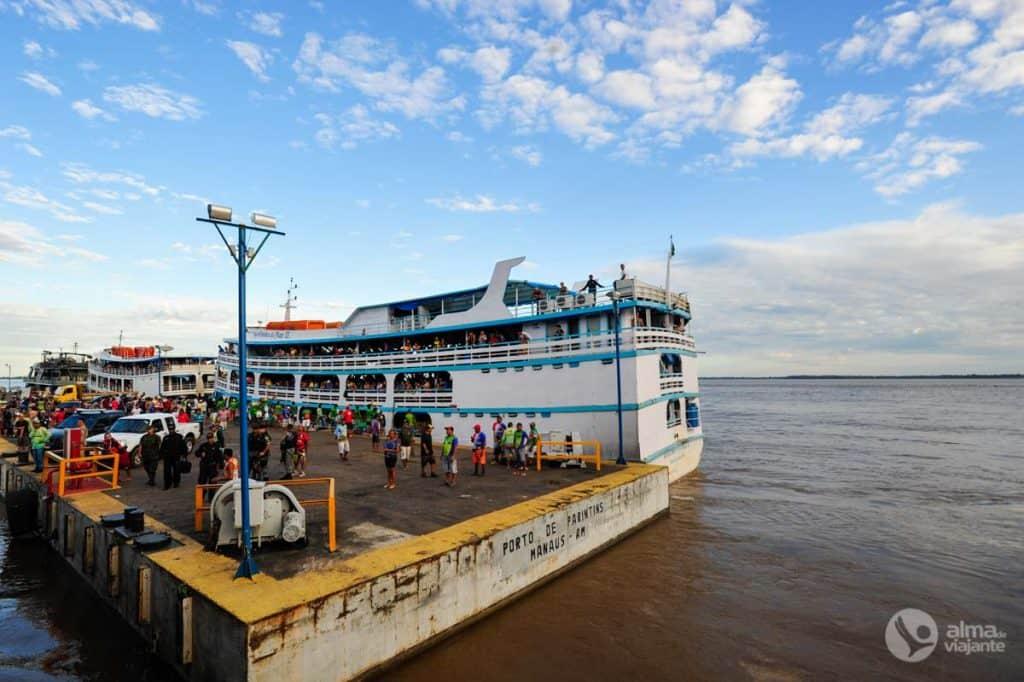 A chegada do navio Leão de Judá a Parintins, após quase 20 horas a viajar no Rio Amazonas