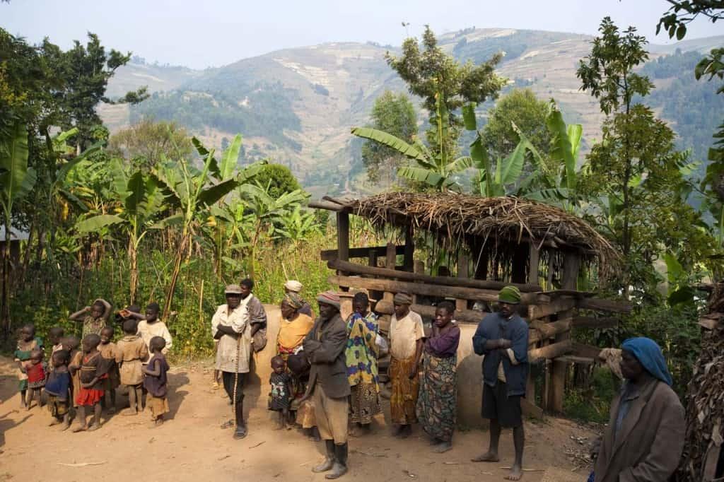 Aldeia do povo Batwa, os pigmeus do Uganda