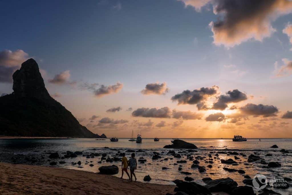 O que fazer em Fernando de Noronha: entardecer na Praia da Conceição