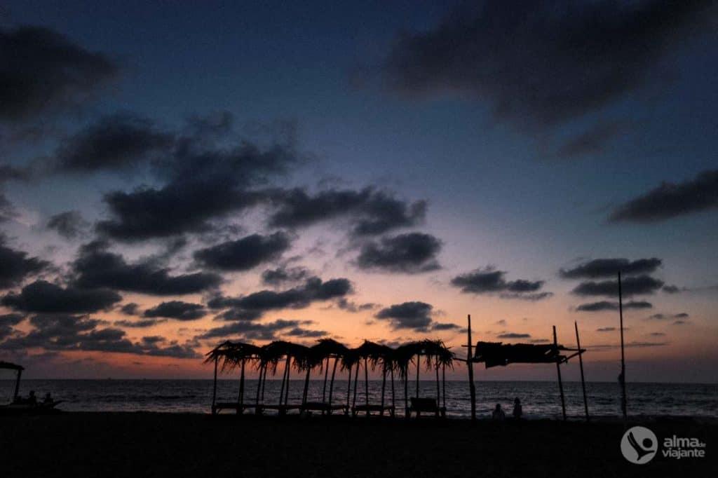 Solnedgång på stranden i Negombo