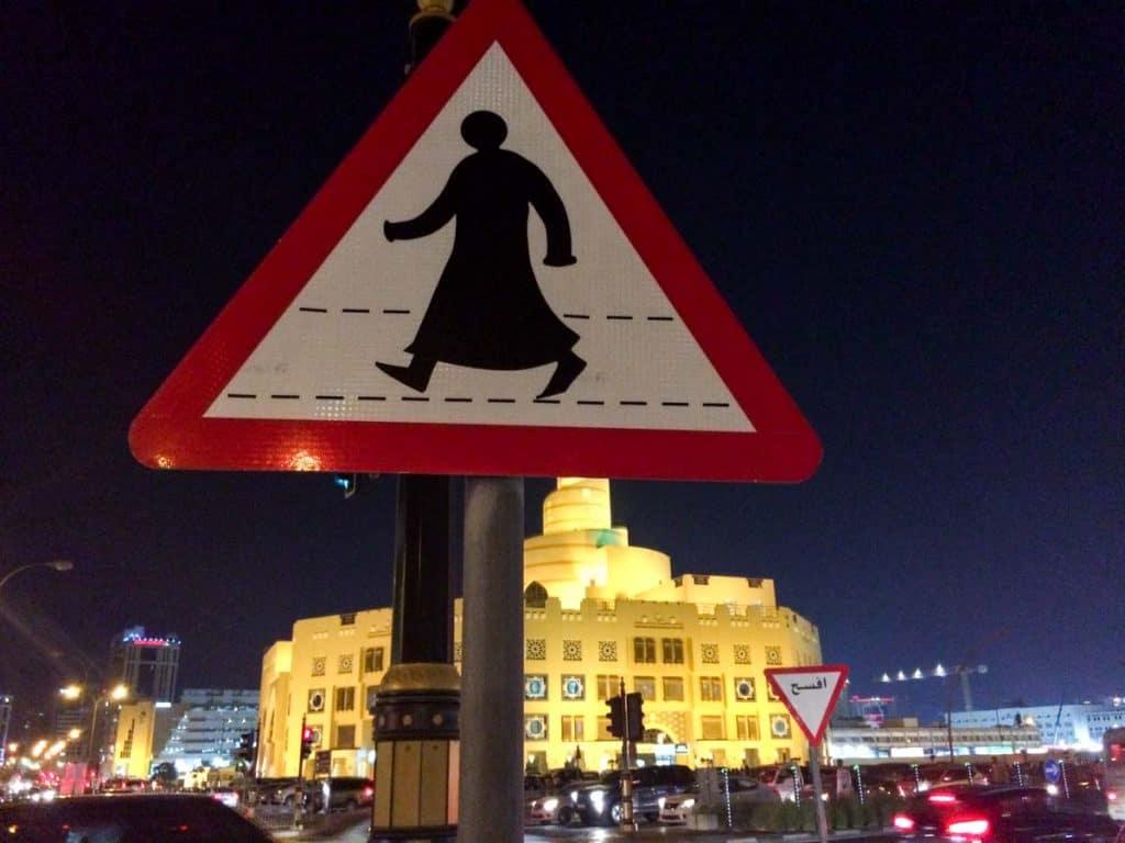 Sinal de trânsito árabe