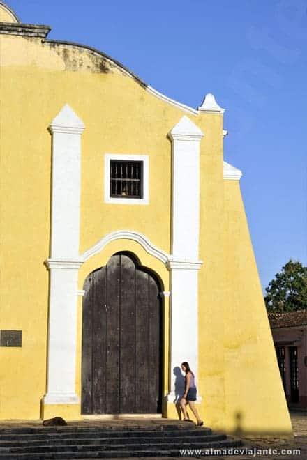 Fachada da Paróquia de São João Batista de Remédios, Cuba