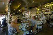 Slapp av i Daly Waters bar, en terriola som ligger i den australske outbacken