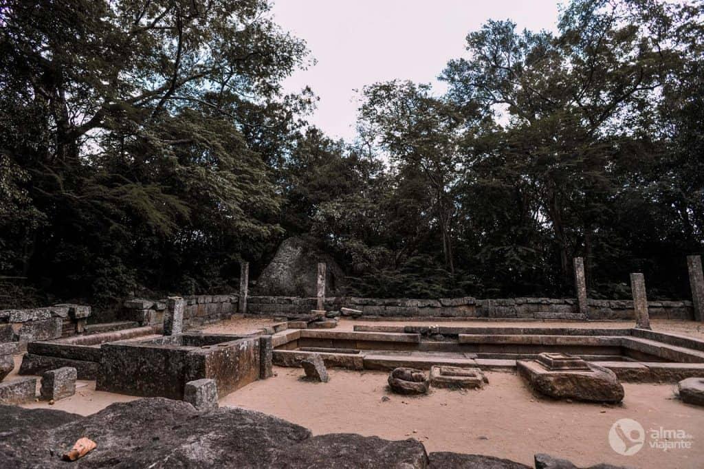 Ruínas do mosteiro budista de Ritigala