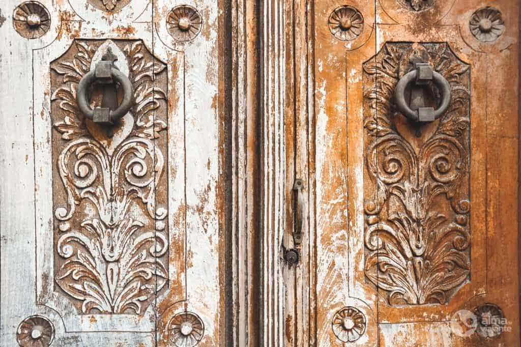 Porta de madeira, Ronda