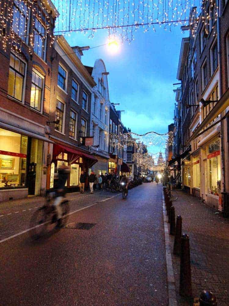 De bicicleta em Amesterdão