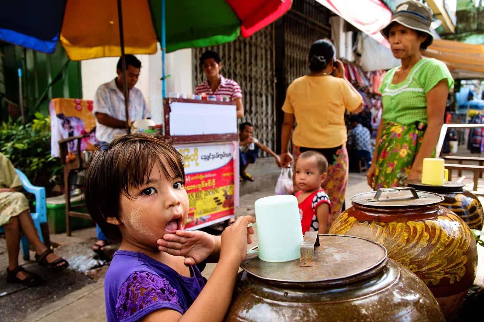 Cena de rua em Yangon