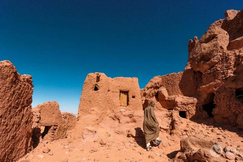 Aldeia abandonada no deserto do Sahara