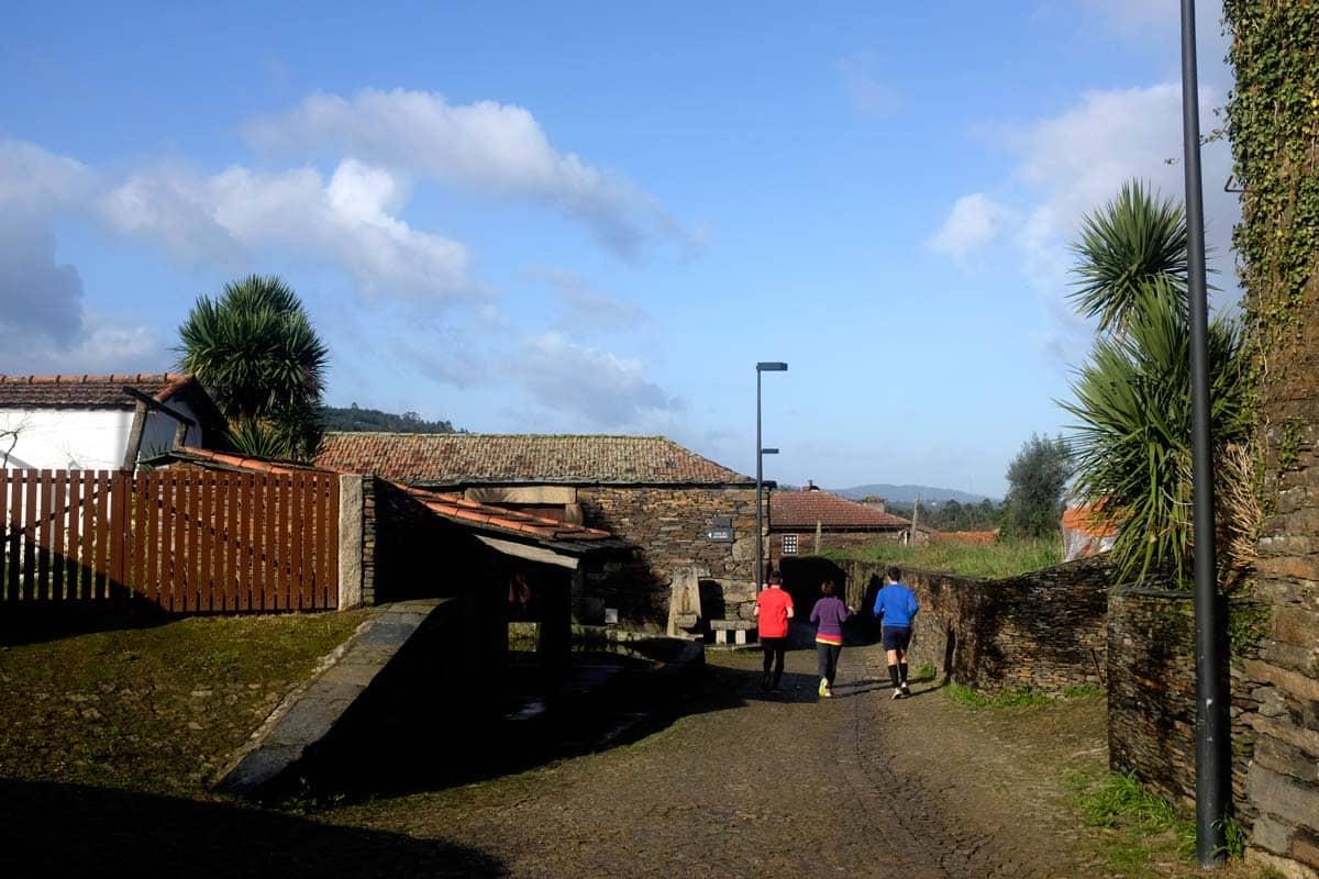 Moradores fazendo jogging em Quintandona