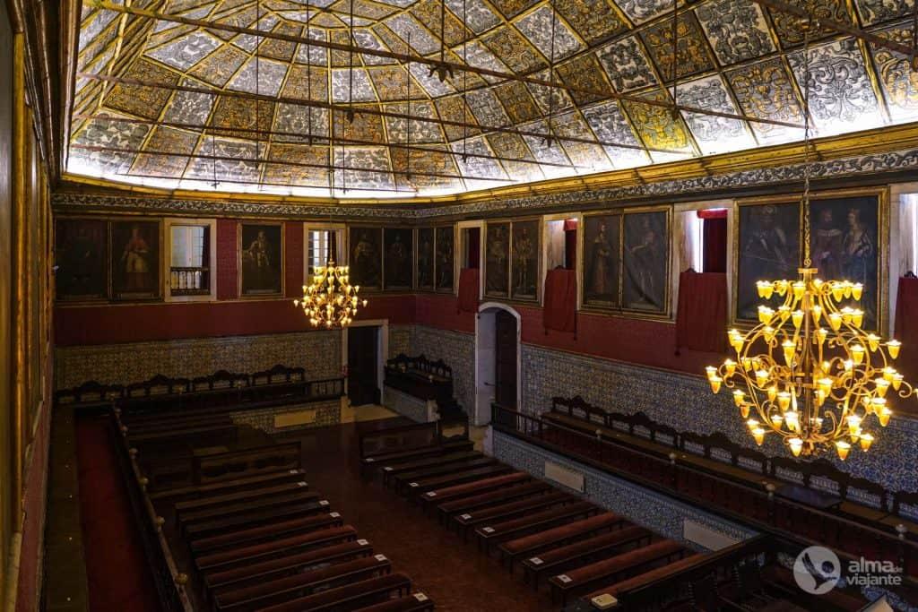 Visitar Universidade de Coimbra: Sala dos Atos Grandes