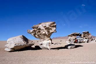 A Árvore de Pedra, um dos pontos de passagem das expedições na região de Uyuni, Bolívia