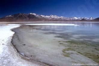 A expedição de Uyuni percorre a fronteira entre a Bolívia e o Chile