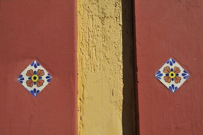 Pormenor de fachada na rua Guadalupe Victória, San Cristobal de las Casas