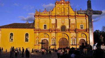 Západ slnka v historickom centre mesta San Cristobal de las Casas