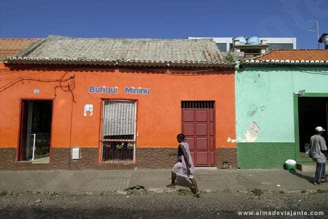 Cena de rua na cidade da Praia, capital de Cabo Verde
