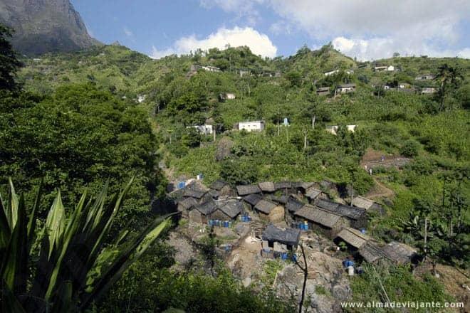 Longueira, uma aldeia no interior da ilha de Santiago onde se produz grogue, a bebida nacional de Cabo Verde