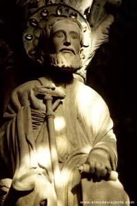 O apóstolo no interior da catedral de Santiago de Compostela