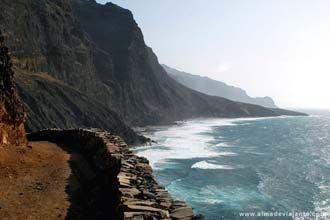 Vista da costa norte de Santo Antão, no caminho para a Ponta do Sol