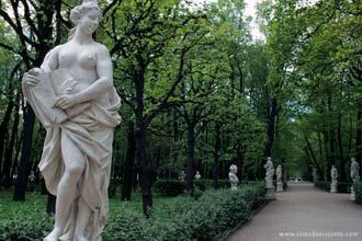 Estatuária nos Jardins de Verão de São Petersburgo