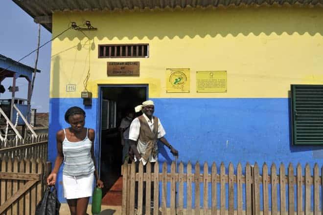 """Entrada da """"Cozinha Social"""", projeto dos Leigos para o Desenvolvimento na roça Água Izé"""