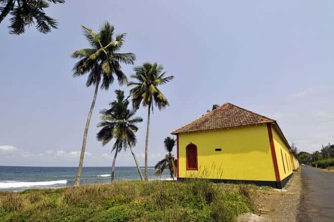 Como quase tudo em São Tomé, a roça Água Izé está localizada mesmo em frente ao mar