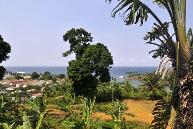 Grænu og bláu tónum Sao Tome umkringja Agua Izé