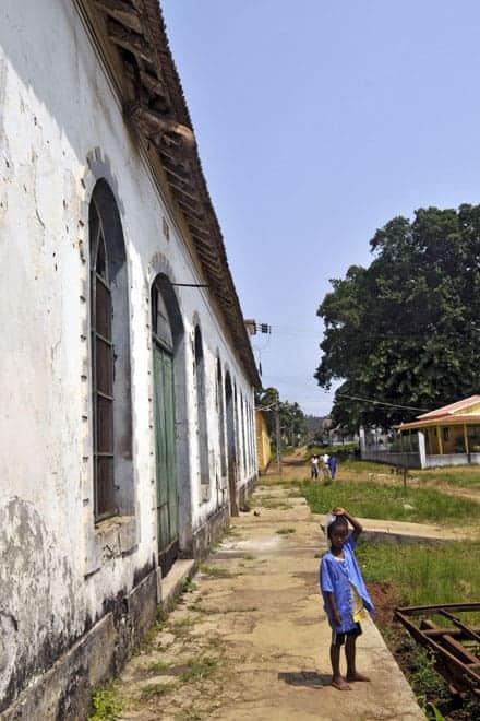 Muitos edifícios da roça continuam degradados