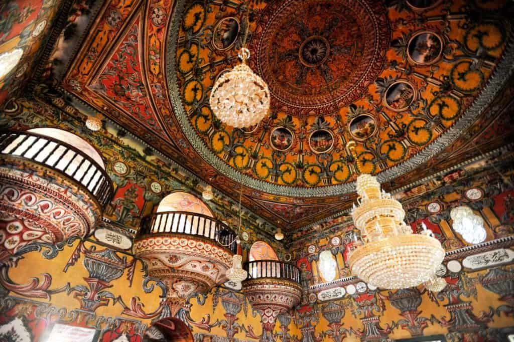 Decoração do interior da Mesquita Sarena Dzamija