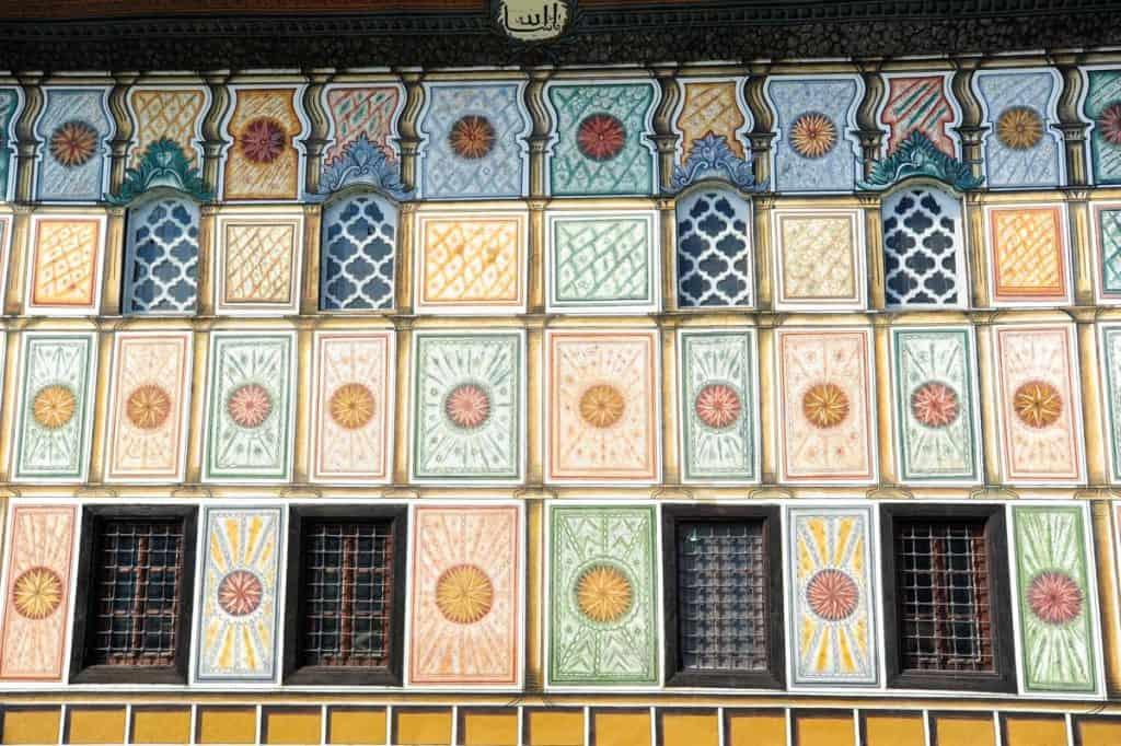 Fachada da Mesquita Sarena Dzamija