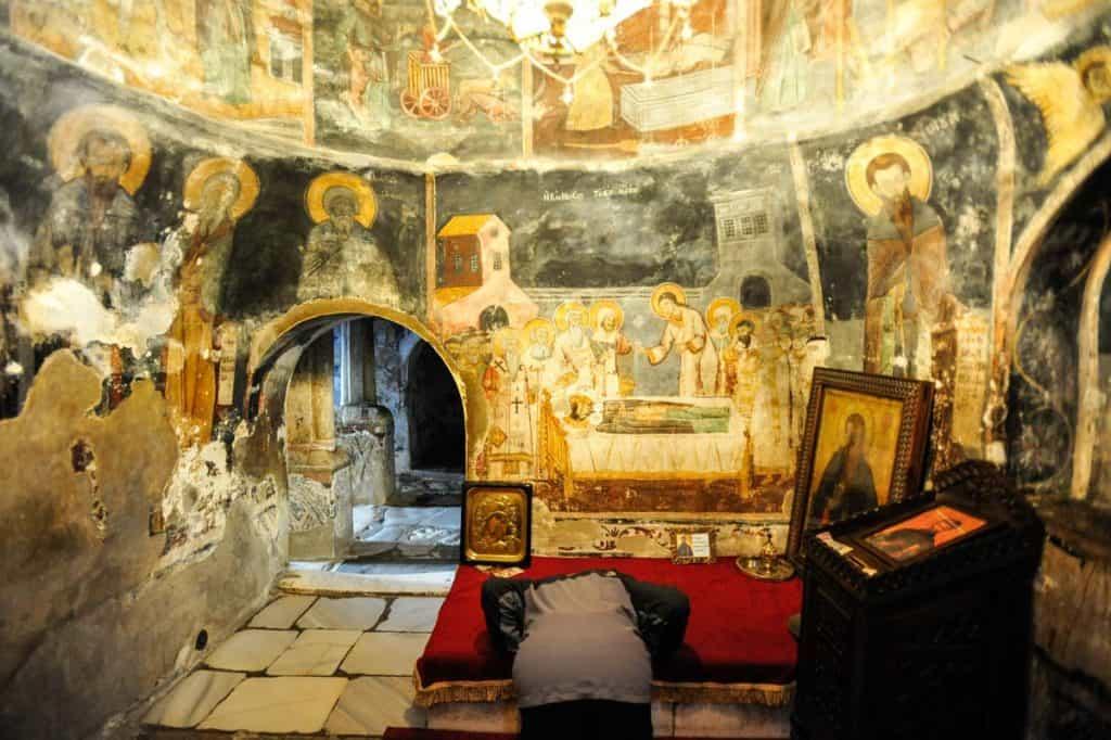 Um peregrino no Mosteiro St. Naun, Ohrid