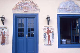 Fachada de taverna em Náfplio