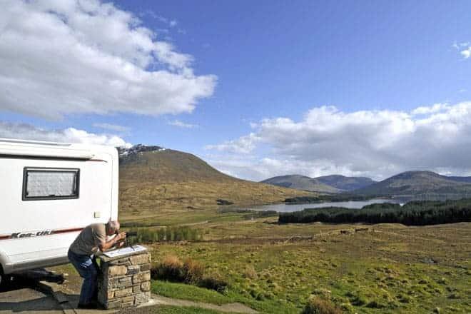 Observando a fauna das terras altas escocesas