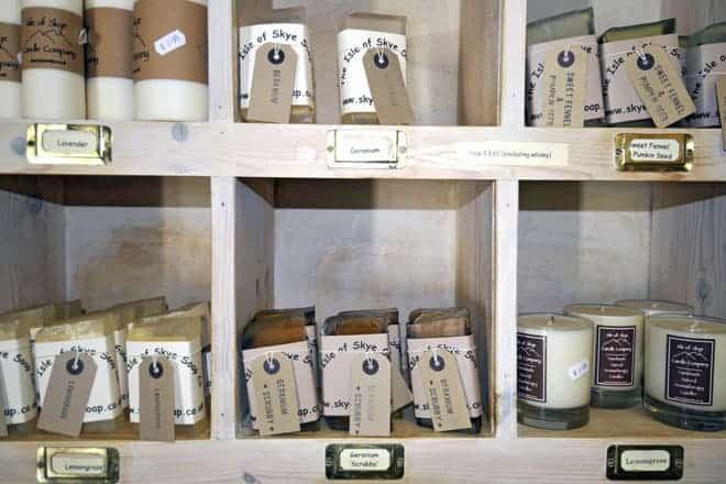 Sabonetes artesanais na loja The Isle of Skye Soap Company, em Portree, ilha Skye