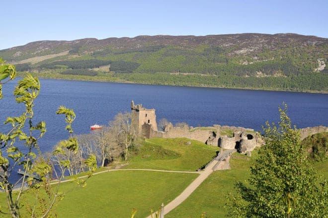 Entardecer no castelo Urqhuart, localizado nas margens do Loch Ness