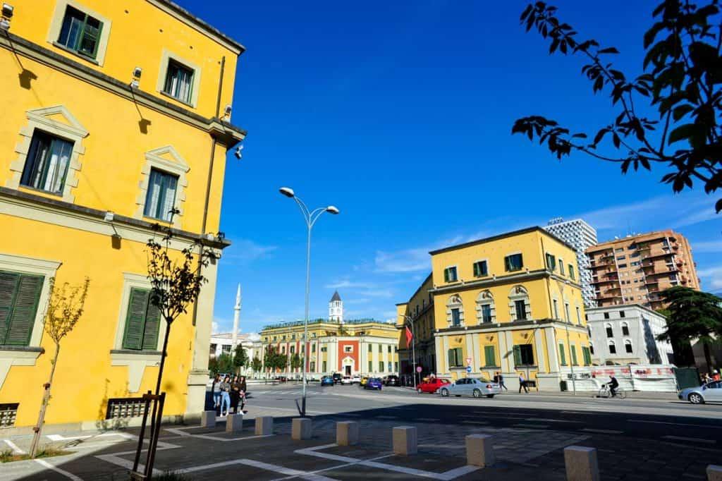 O que fazer em Tirana: visitar Praça Skanderbeg