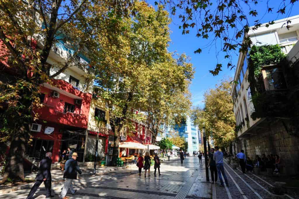 o que fazer em Tirana: passear na Shëtitorja Murat Toptani