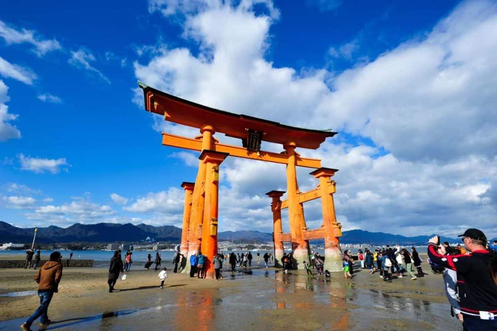 Torii do santuário Itsukushima, ilha Miyajima