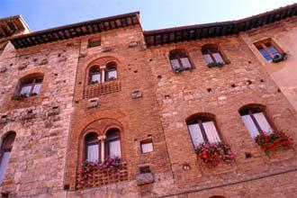 Edifícios medievais em San Gimignano, Toscana