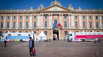 Toulouse, rosa-charme e azul-pastel e violeta-flor