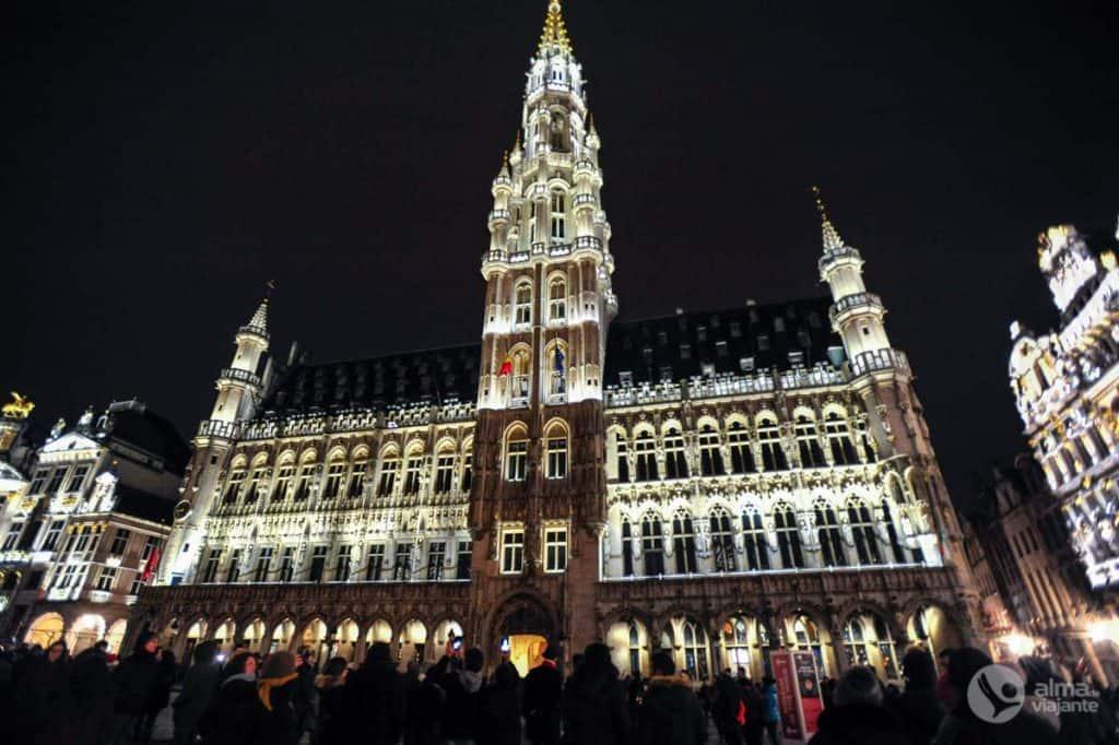 Câmara Municipal de Bruxelas iluminada