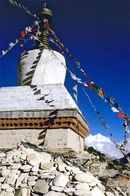 Trekking: Stupa do mosteiro de Rongbuk, com a Chomolungma ao fundo