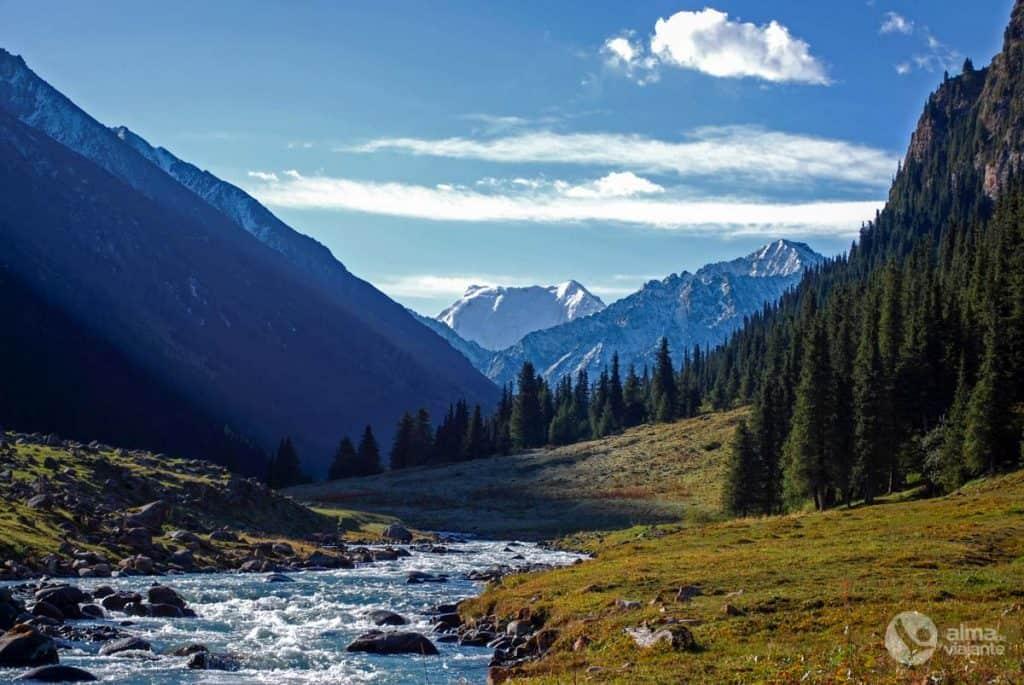 Trekking nas montanhas Tien Shan, Quirguistão
