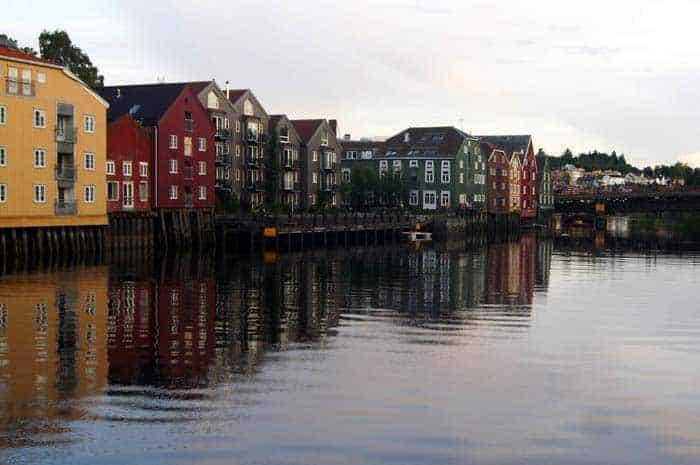 Margens do rio Nivelva, Trondheim, Noruega