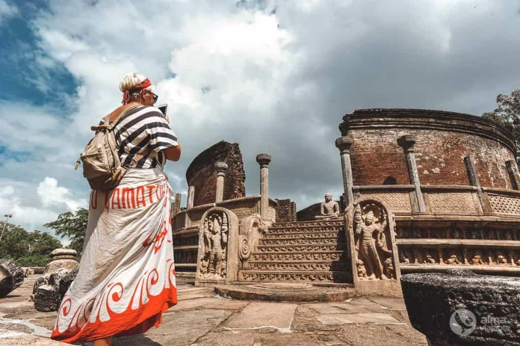 Turista em Polonnaruwa
