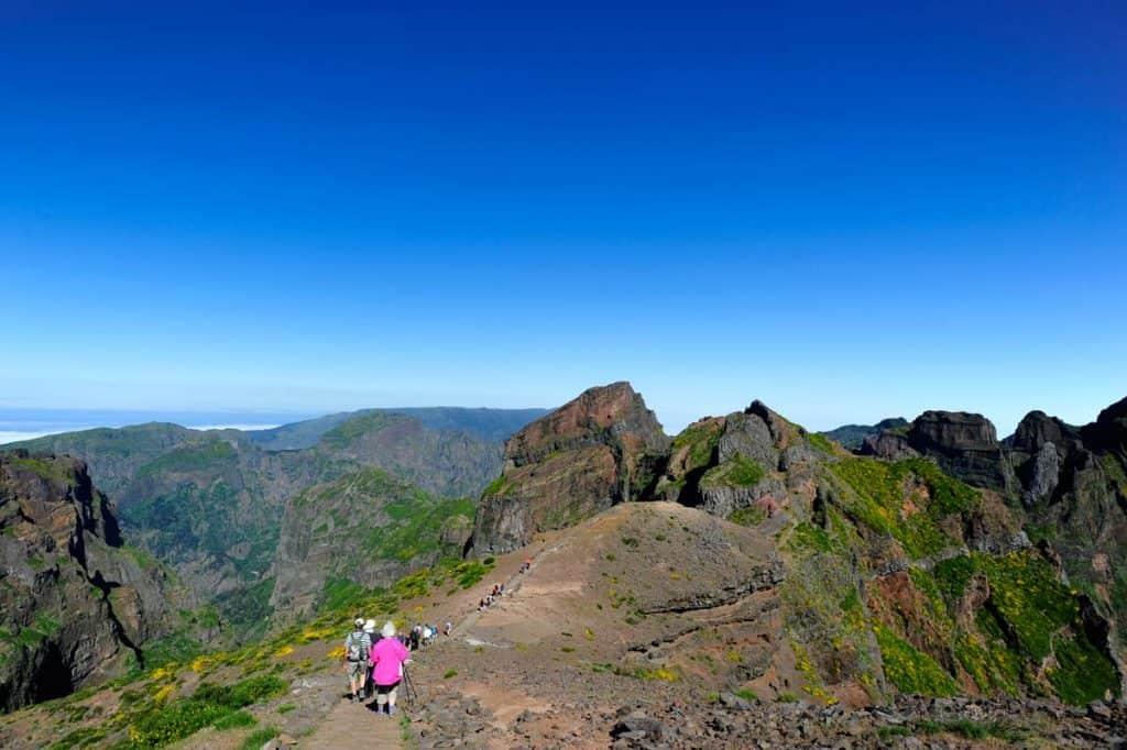 Turistas alemães a caminho do Ninho da Manta, na Vereda Pico Arieiro - Pico Ruivo