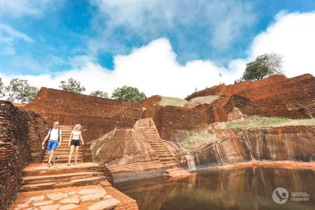 Turistas a visitar Sigiriya