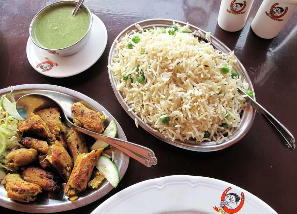 Espetadas vegetarianas e arroz biryani