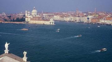 Regresso a Veneza em voo de pássaro